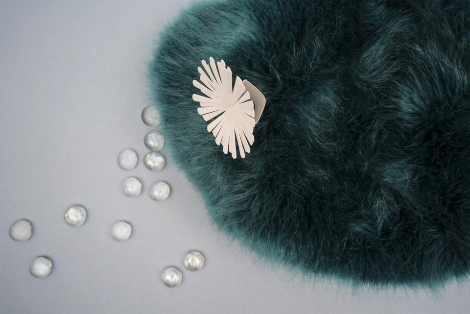 Les Petites Mouillettes : Bague Issey Miyake en papier à parfumer
