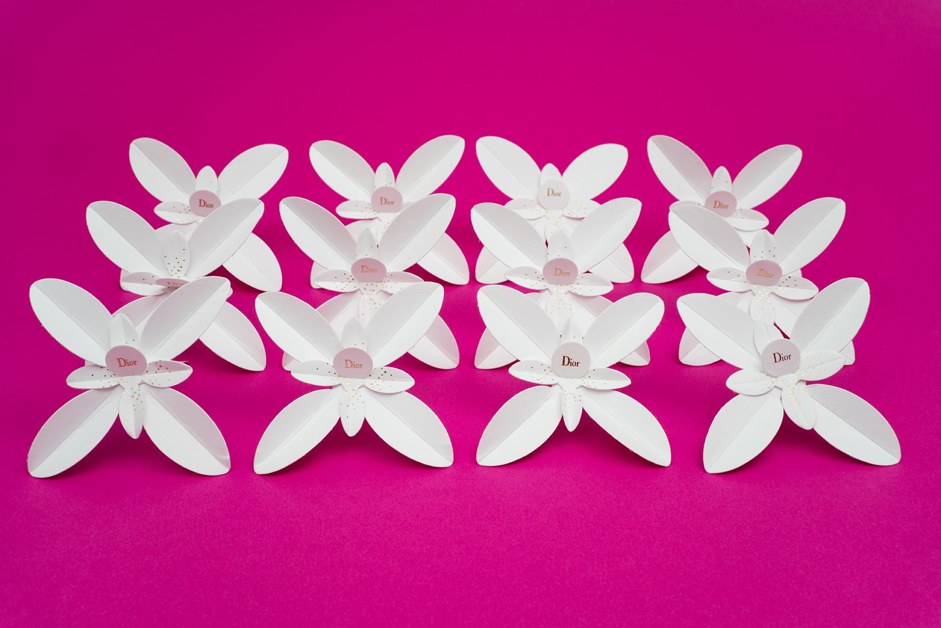 Traffic stopper Dior : Jasmin Dior en papier à parfumer en trois parties