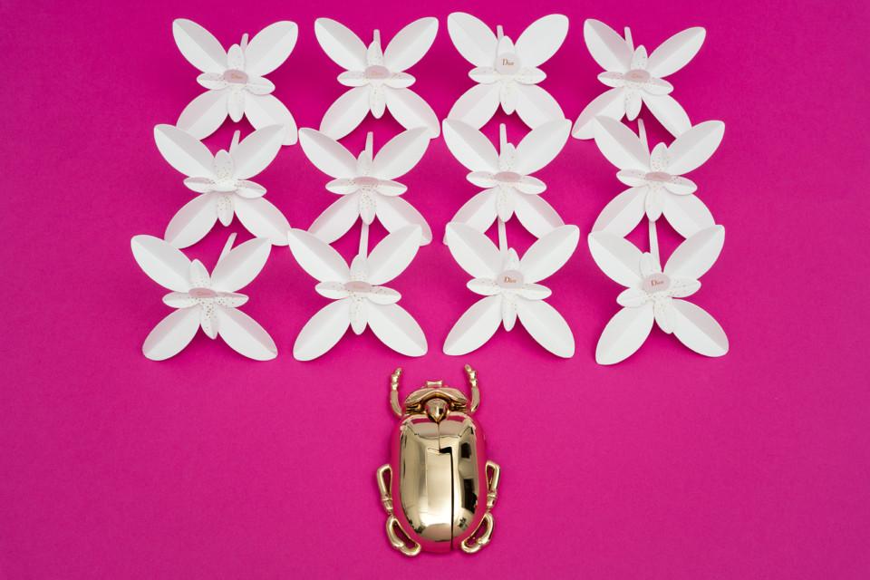 Les Petites Mouillettes : Jasmin Dior en papier à parfumer avec scarabée doré